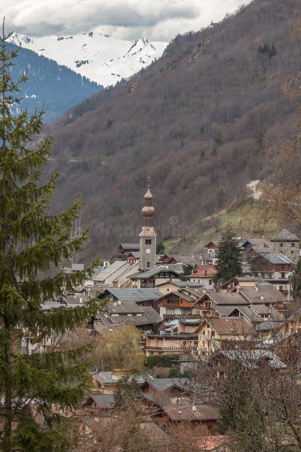 Le village de montagne de Bozel, Tarentaise, Vanoise, le Rhône Alpes, la Savoie, France photographie stock