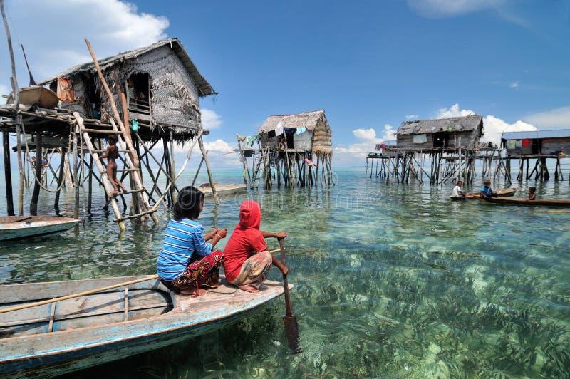 Le village du pêcheur de Bajau photos libres de droits