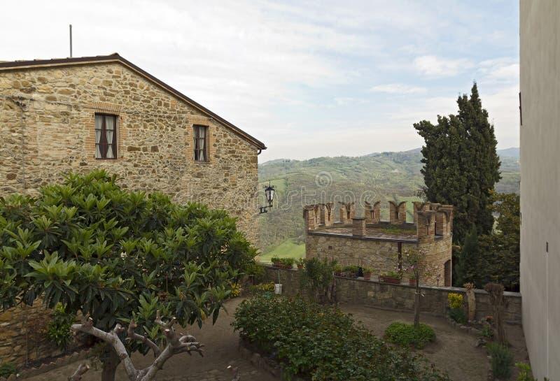 Le village enrichi de Vigoleno photos stock