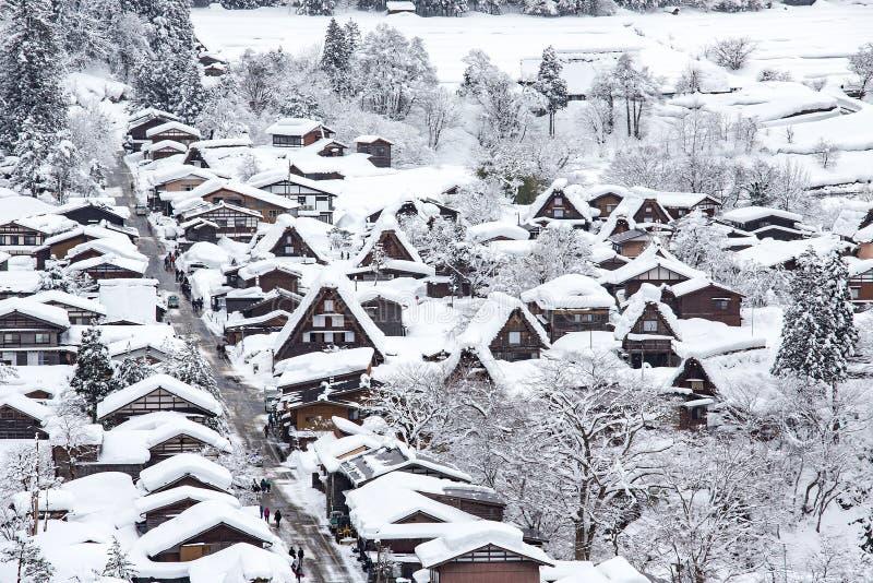 Le village historique de Shirakawa-vont en hiver, Japon photo stock