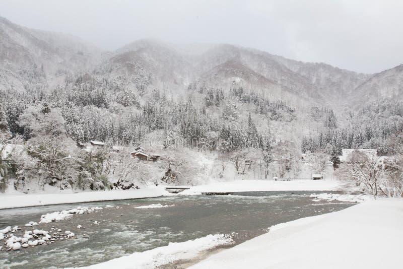 Le village historique de Shirakawa-vont en hiver, Japon photographie stock libre de droits