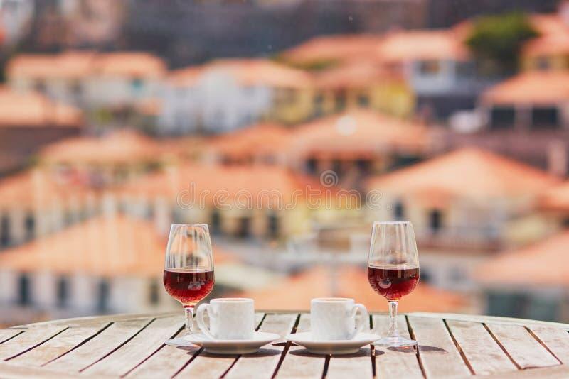 Le vin, le caf? et le hohey de la Mad?re durcissent, vue ? Funchal, Portugal images libres de droits
