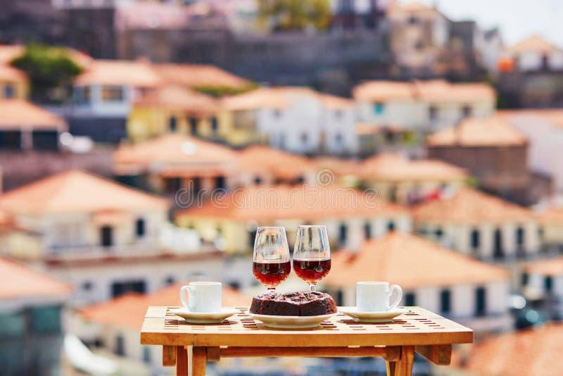 Le vin, le caf? et le hohey de la Mad?re durcissent, vue ? Funchal, Portugal photo stock