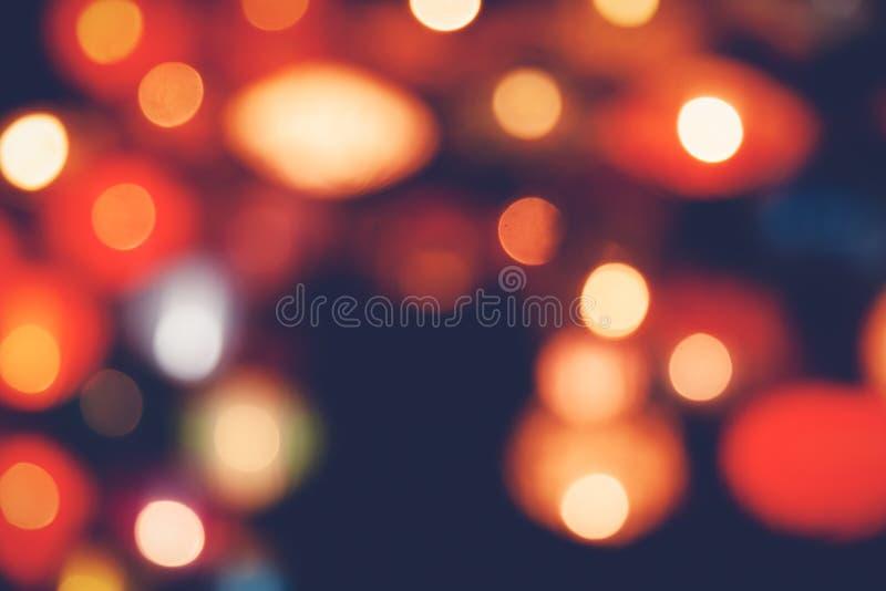 Le vintage rouge de scintillement allume le fond réverbères de fête et blured defocused et abstraits photo stock