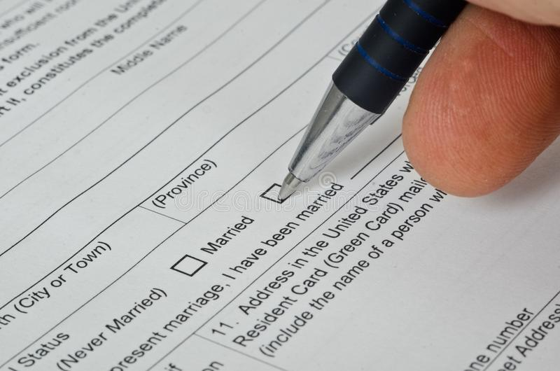 Le visa de papier d'immigration des USA de forme se trouve sur la surface photo stock