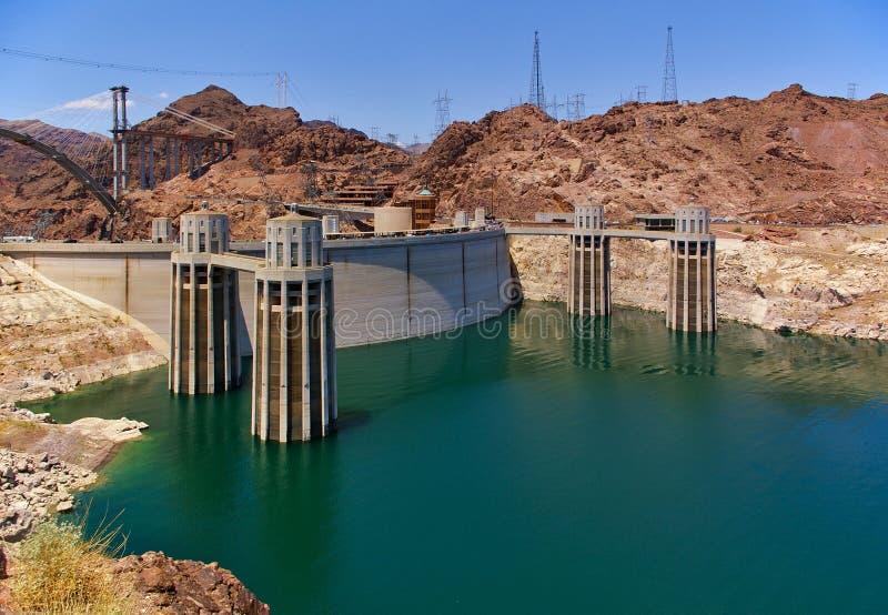 Le visage ascendant du barrage de Hoover, le Lake Mead avec la prise domine image stock