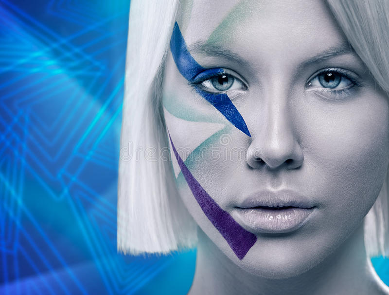Le visage de femme avec futuriste composent photos stock