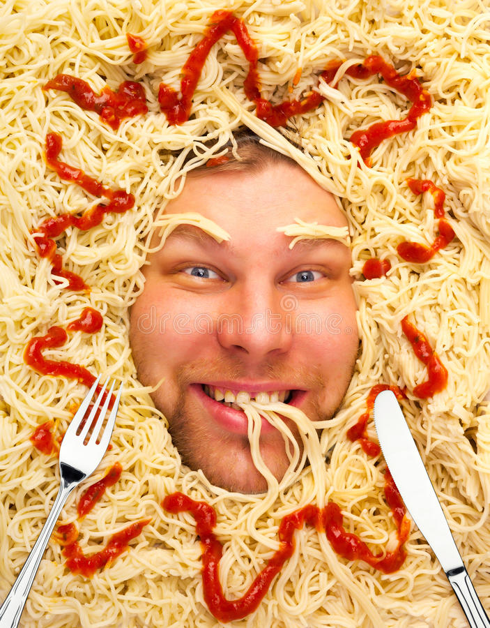 Le visage de l'homme en pâtes, plan rapproché photos libres de droits