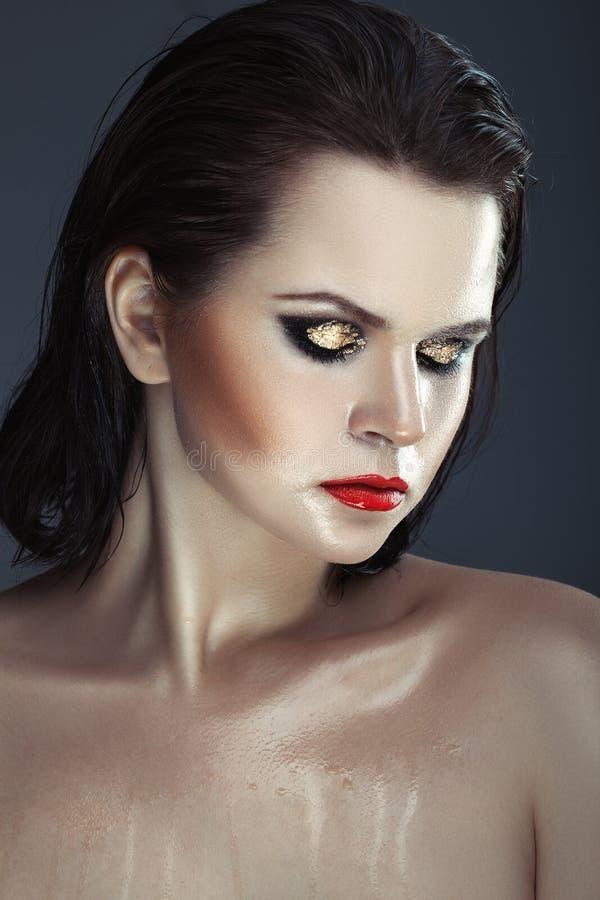 Le visage de la fille humide image stock