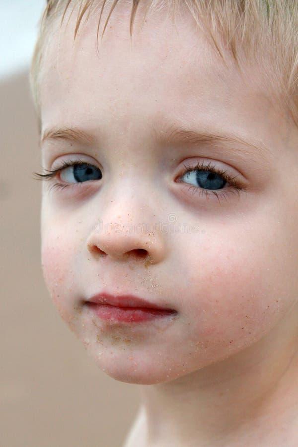 Le visage du jeune garçon photographie stock