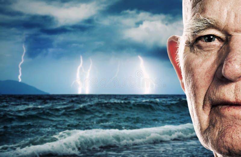 Le visage du vieil homme image stock