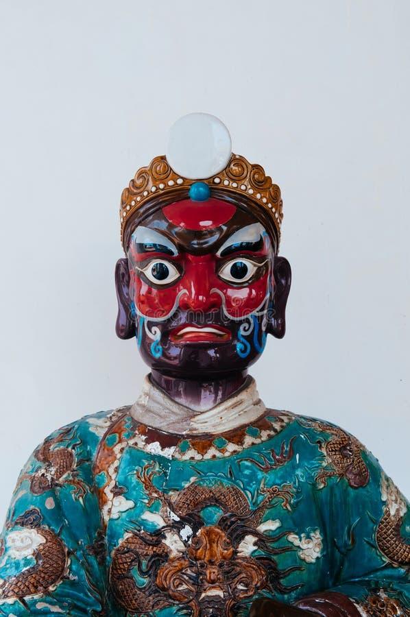 Le visage peint du Chinois antique embarquent le ceram en pierre de guerrier de ballast photos stock