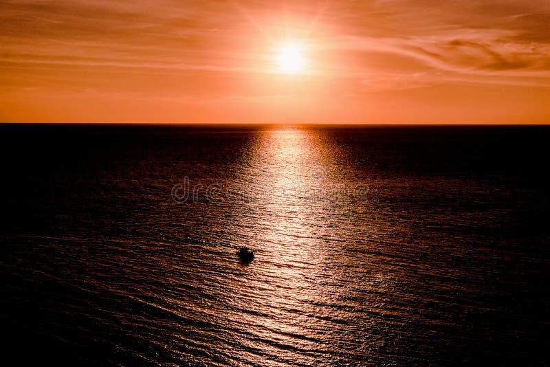 Le viste del mare e del sole si accendono immagini stock libere da diritti