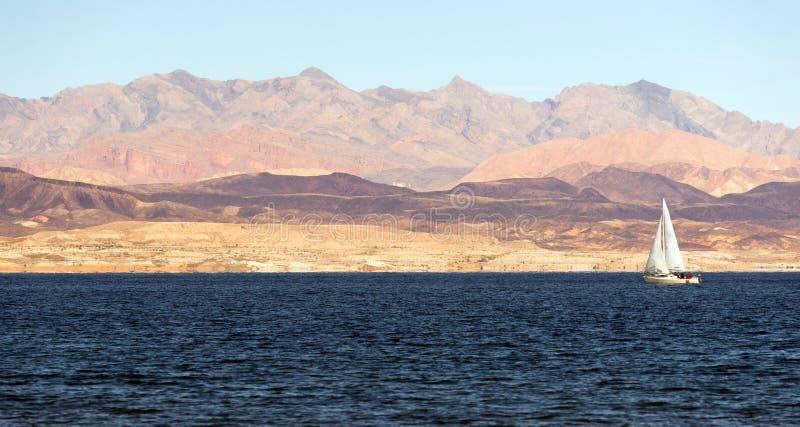 Le voilier monte le lac Mead Recreation Area Boaters Sail wind photographie stock libre de droits
