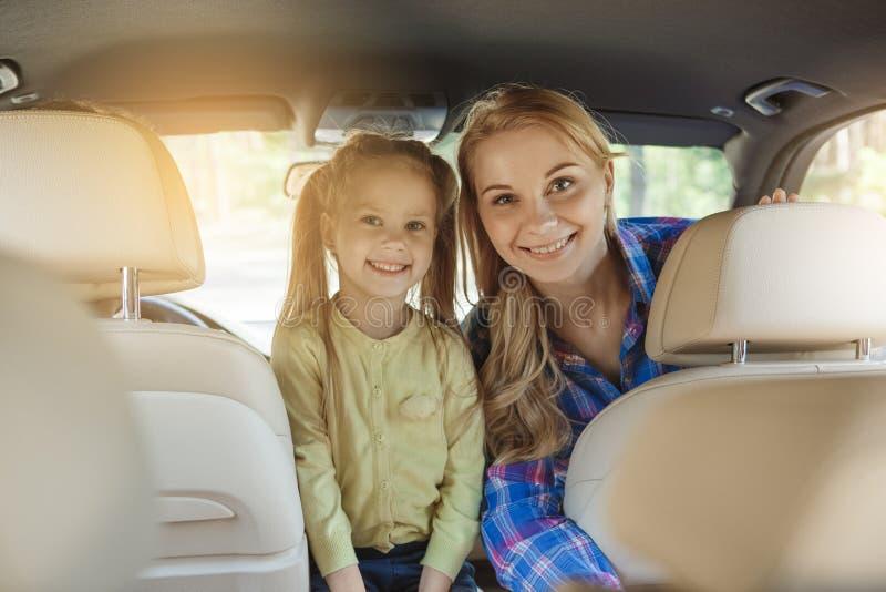 Le voyage par voyage de famille de voiture vacation ensemble image libre de droits