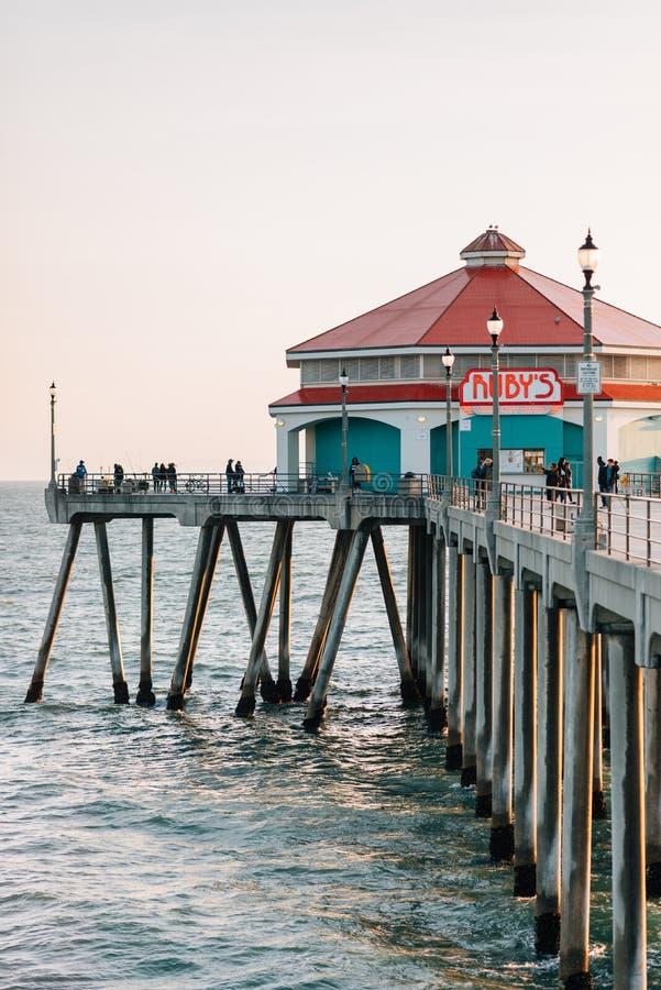 Le wagon-restaurant du rubis, sur le pilier dans le Huntington Beach, Comté d'Orange, la Californie images stock