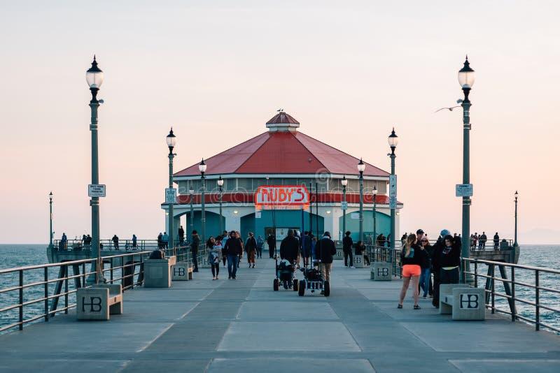 Le wagon-restaurant du rubis, sur le pilier dans le Huntington Beach, Comt? d'Orange, la Californie image stock