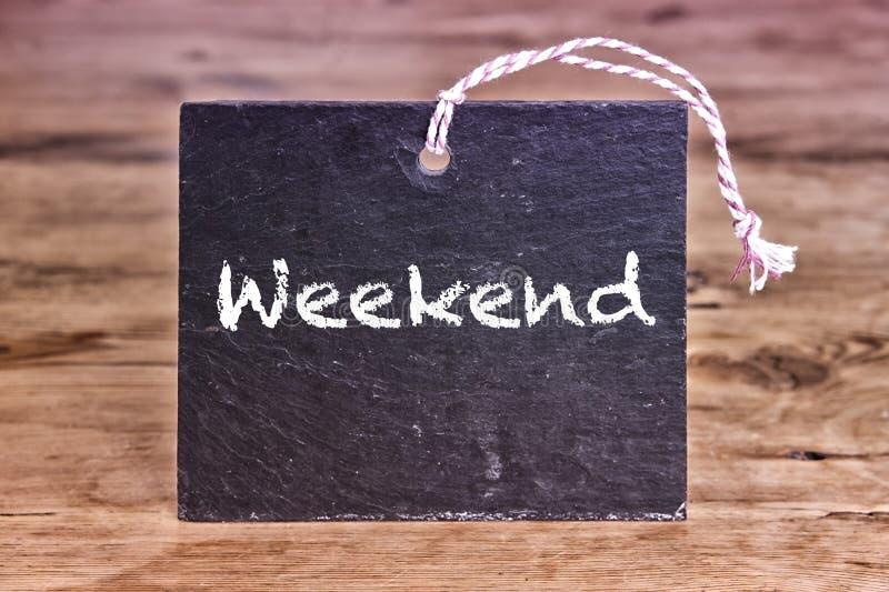 Le week-end de mot écrit sur le panneau de craie photo stock
