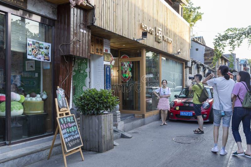 Le Wudaoying Hutong dans Pékin, Chine, est l'un des hutongs commerciaux dans Pékin image stock
