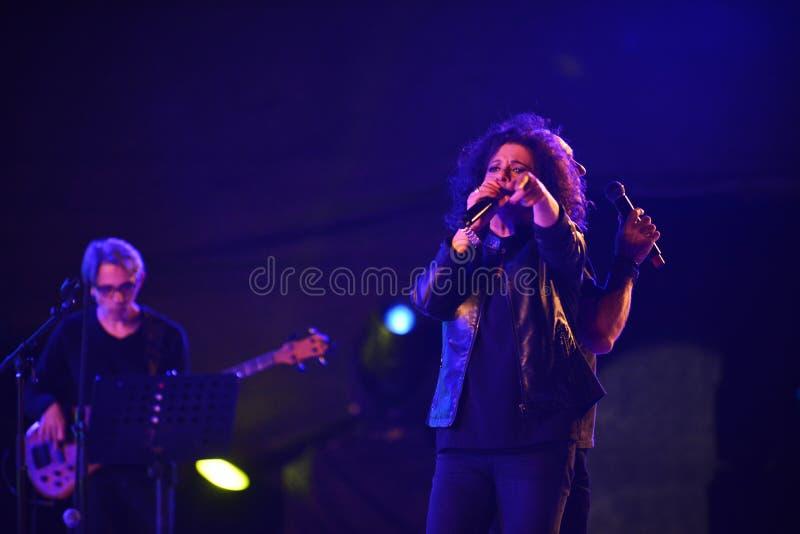 Le xérès est un chanteur israélien au Jour de la Déclaration d'Indépendance de l'Israël 70 photo libre de droits