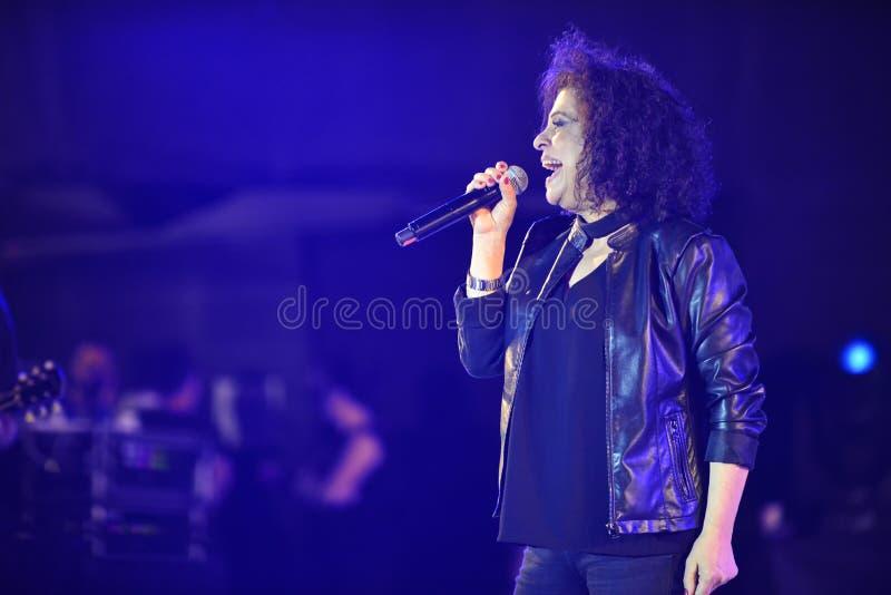Le xérès est un chanteur israélien au Jour de la Déclaration d'Indépendance de l'Israël 70 photos stock