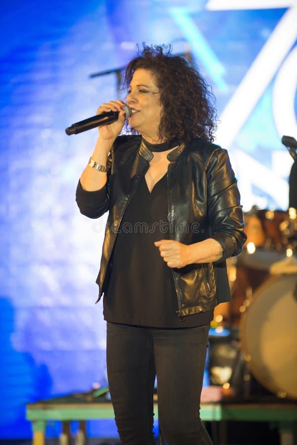 Le xérès est un chanteur israélien au Jour de la Déclaration d'Indépendance de l'Israël 70 images stock