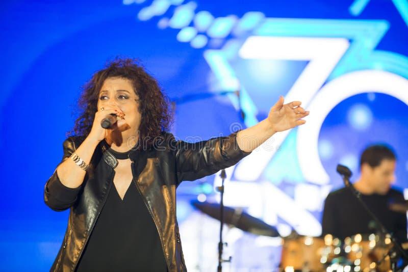 Le xérès est un chanteur israélien au Jour de la Déclaration d'Indépendance de l'Israël 70 photos libres de droits