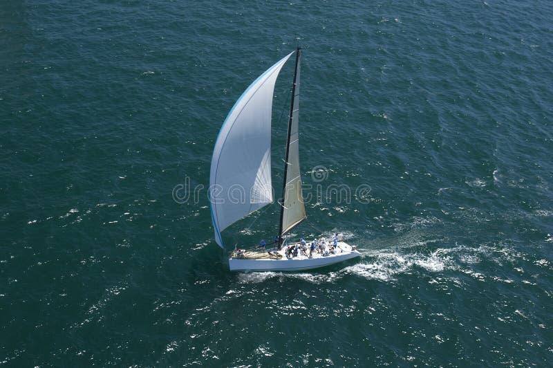 Le yacht concurrence en Team Sailing Event photographie stock