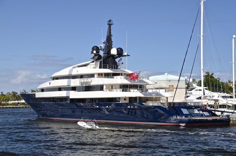 Le yacht de Spielberg les sept mers images libres de droits