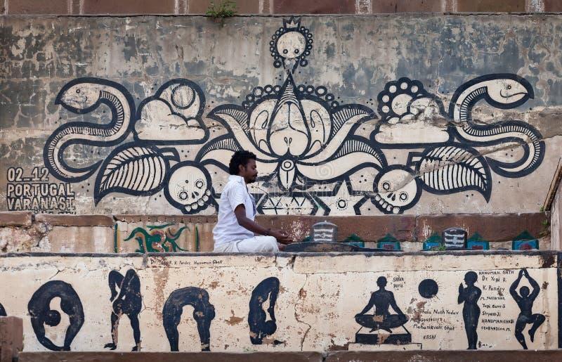 Le yoga de pratique de personne photo stock