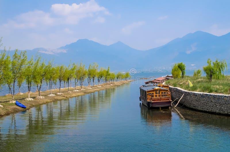 Le zone umide del lago Lijiang Lashi è un punto scenico naturale nazionale vicino alla città di Lijiang, Cina immagini stock libere da diritti