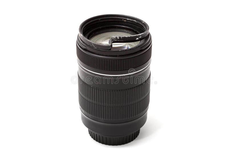 Le zoom endommag? et cass? pour l'appareil photo num?rique, a bossel? le filtre UV protecteur Vue de c?t? Pour ?tre r?par? D'isol photos stock