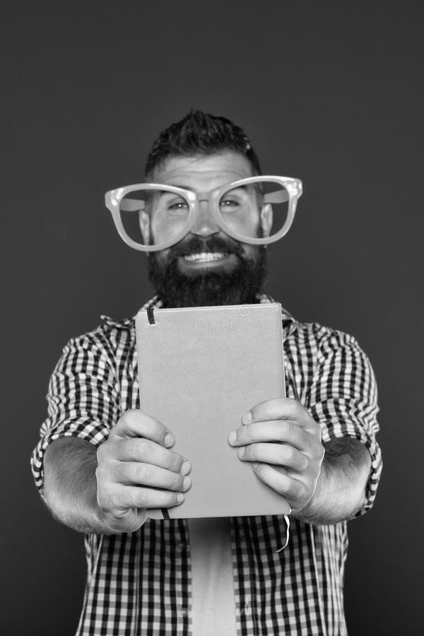 Lea este libro Sentido c?mico y del humor Historia divertida El estudio es diversi?n El libro divertido para se relaja Espacio de imagen de archivo libre de regalías
