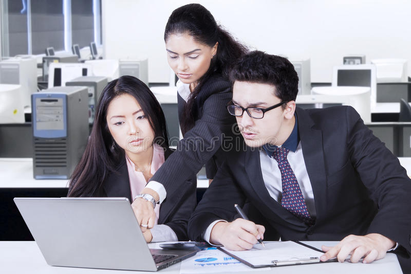 Leader explaining a job in the laptop royalty free stock image