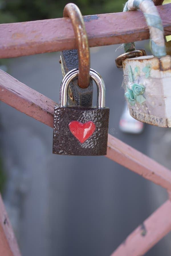 Lealtà di simbolo del ponte della serratura di amore fotografia stock