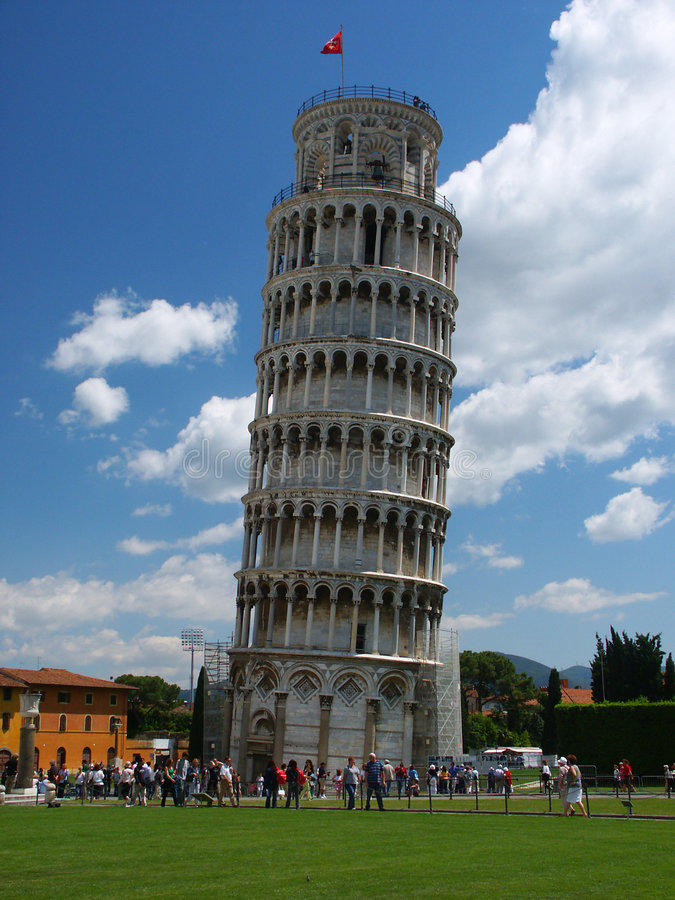 Free Leaning Tower With Tourists Royalty Free Stock Images - 39449