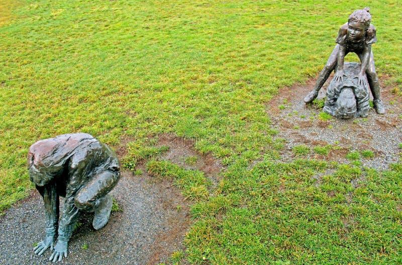 Leapfroggers en bronze images stock