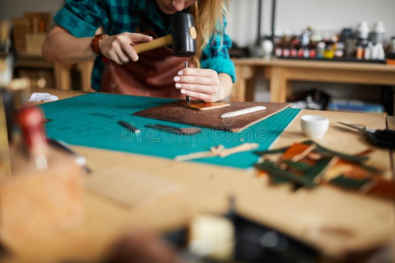 Leatherworkingswinkel stock afbeelding