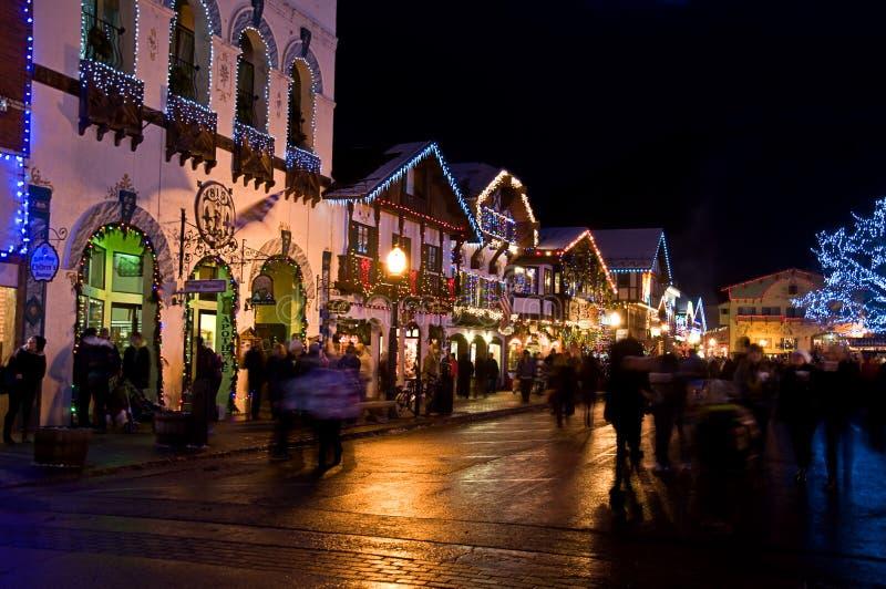 Leavenworth för julnatt bayersk by arkivfoton