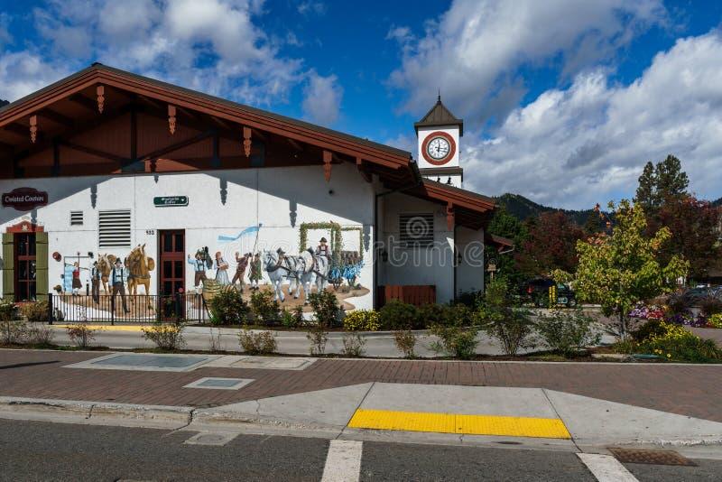 Leavenworth USA - September 16, 2018: Centrum av den lilla bavarian utformade byn i kaskadbergen arkivbilder