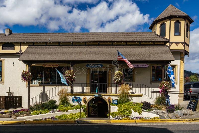 Leavenworth USA - September 16, 2018: Centrum av den lilla bavarian utformade byn i kaskadbergen arkivbild