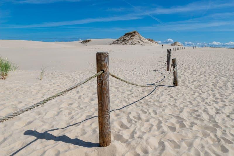 Leba, la Voïvodie de Poméranie/Pologne - 14 juillet 2019 : Grandes dunes de sable en Europe centrale Une broche entre la mer balt image stock