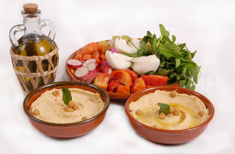 Lebanese hummus plate with olive & vegetables stock photography