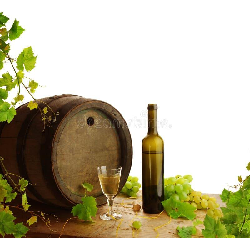 Leben des weißen Weins noch mit frischer Rebe lizenzfreie stockfotografie