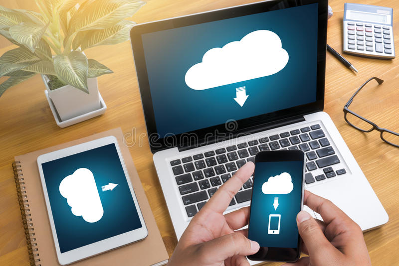 LEBEN Sie, das Ersatzdownload STRÖMEND, das Digital-Daten transfe berechnet lizenzfreie stockfotos