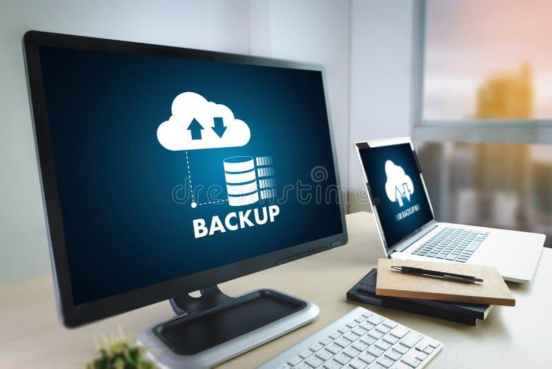 LEBEN Sie, das Ersatzdownload STRÖMEND, das Digital-Daten transferri berechnet stockfoto