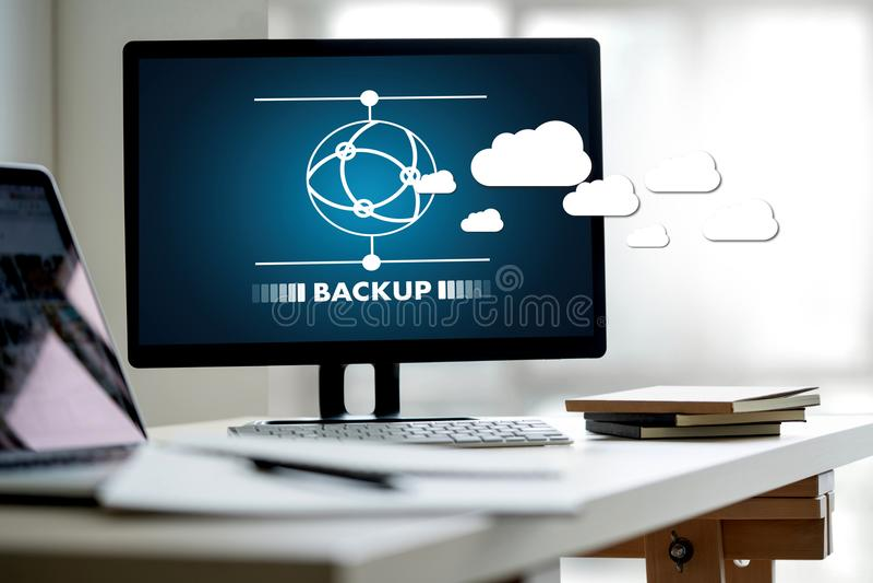 LEBEN Sie, das Ersatzdownload STRÖMEND, das Digital-Daten transferri berechnet lizenzfreies stockfoto