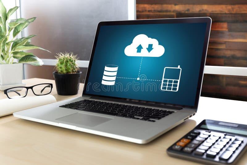 LEBEN Sie, Ersatzdownloadkopien von den Daten STRÖMEND, die Digital berechnen lizenzfreie stockfotografie