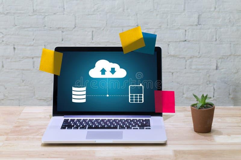 LEBEN Sie, Ersatzdownloadkopien von den Daten STRÖMEND, die Digital berechnen lizenzfreies stockfoto