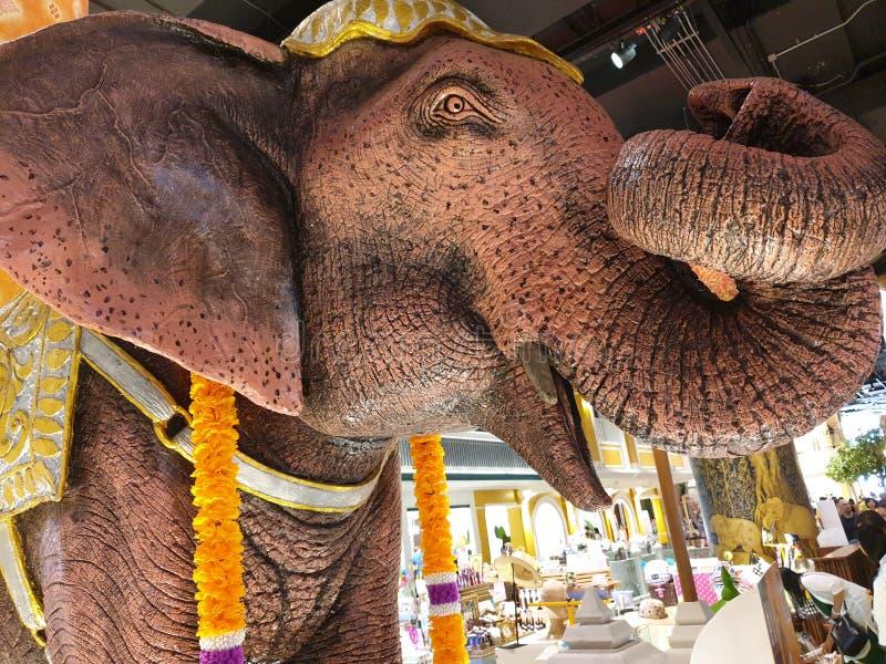 Lebensgro?e Statue des Elefanten stockfotografie